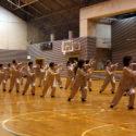 違う教室で同じ先生に習っている仲間たち。なめらかな円拳が素敵です。
